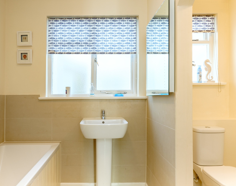 The modern bathroom at self catering Quarry Cottage, a holiday house to rent in Polzeath.