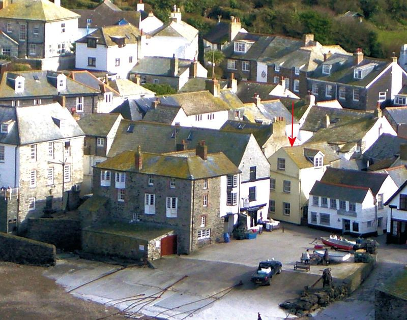 Blue arrow indicated the harbourside postion of Quay Cottage, a holiday rental in Port Isaac
