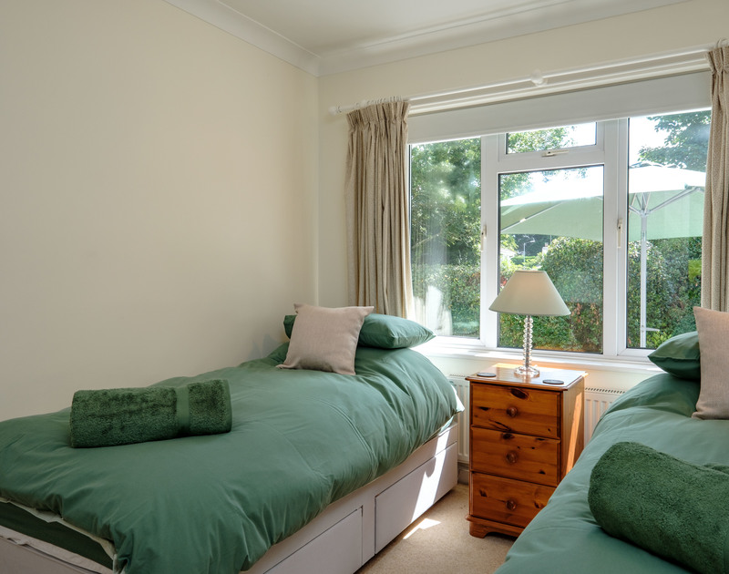 The second twin bedroom with garden views at self catering, holiday bungalow Atal Mor Chei near Porthilly in Rock.