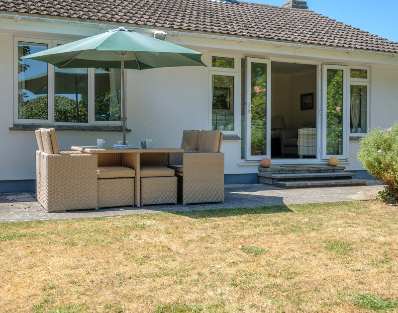 Take a picnic rug out onto the lawn or enjoy alfresco meals on the outdoor table and chairs at Atal Mor Chei in Rock, Cornwall.