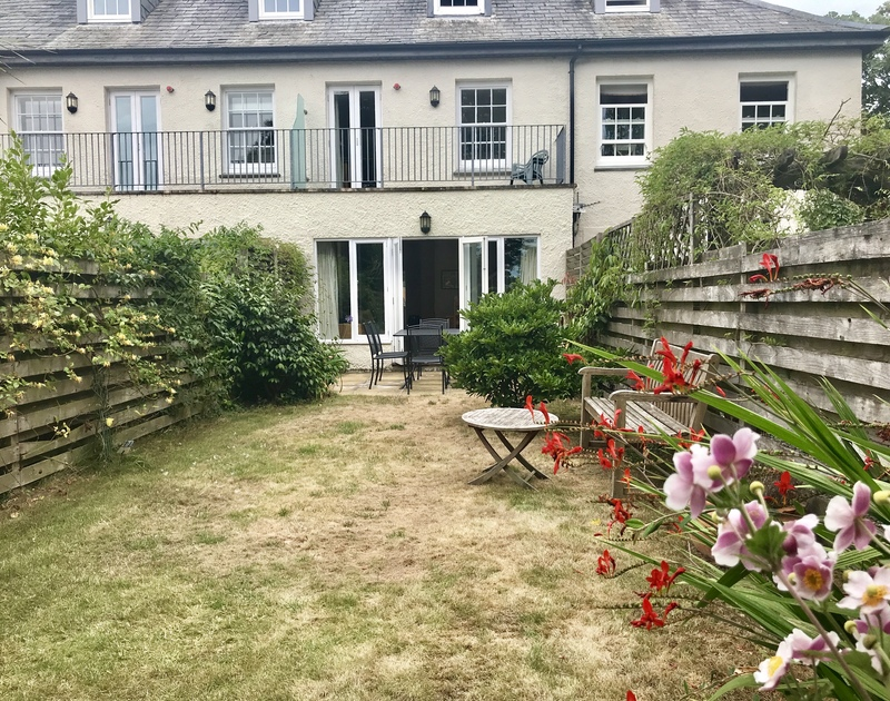 Lowenna Manor 9, is a self catering, terraced, holiday house which was once part of the old original manor in Rock, north Cornwall.