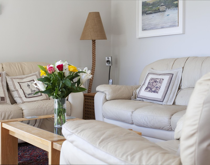 Comfy furniture in the sitting room at holiday house to rent Saltrock in Rock, Cornwall.