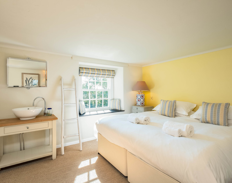 Beautiful and versatile bedroom at Old Farm with the option of a 6ft super king bed via zip and link or a twin bedroom.