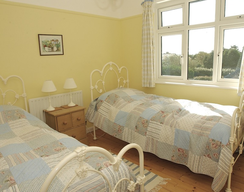 The pretty twin bedroom in Trevian, a self catering holiday rental in Rock, Cornwall.