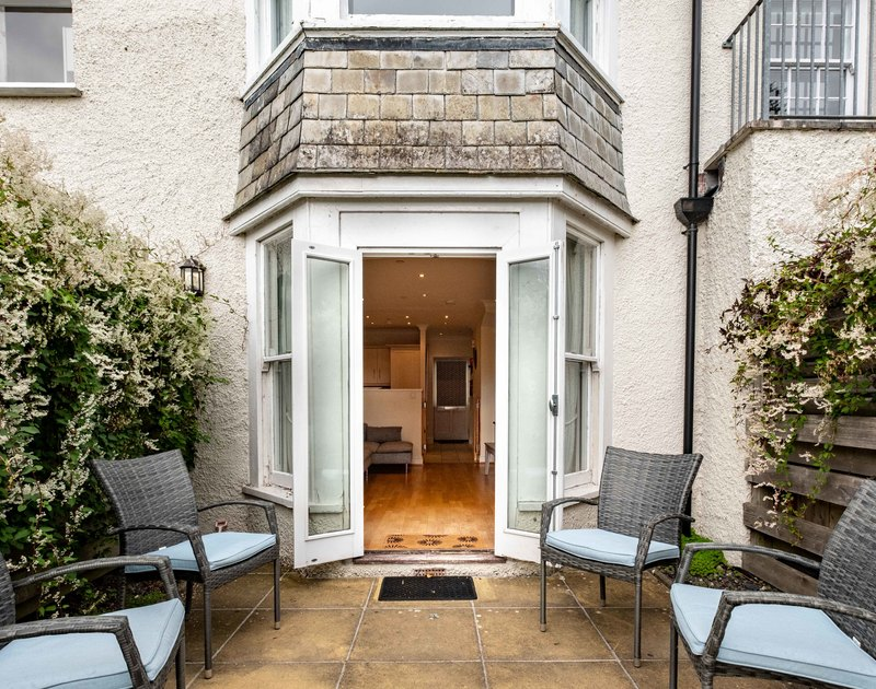 Lowenna Manor 7 is a terraced holiday house part of an attractive old manor house within walking distance of St Enodoc Golf Course. The lovely outside patio, the ideal spot to relax after a day of exploring Rock, North Cornwall