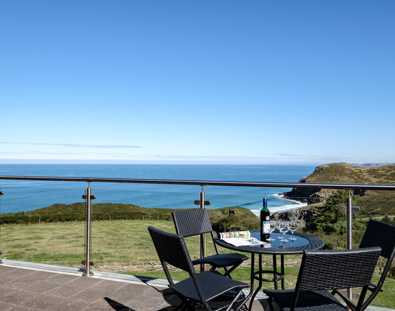 A true Cornish escape awaits you at peaceful Trevan House, a traditional holiday home set well above the cliffs at Lundy Bay on the North Cornish Coast.