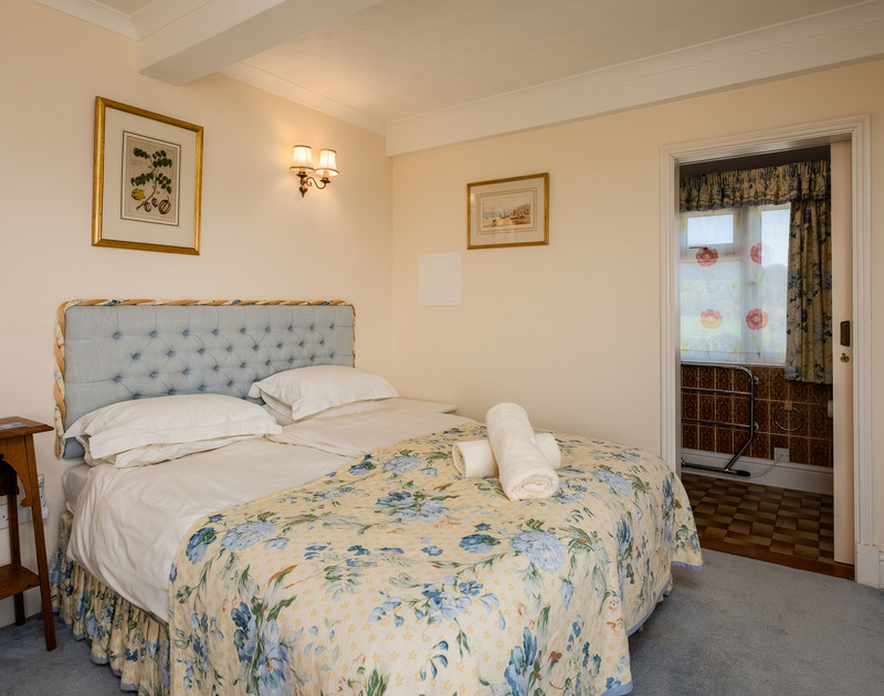 A double bedroom with ensuite at Trevan House, a family, self catering holiday house to rent just above the tidal beach of Lundy Bay in North Cornwall.