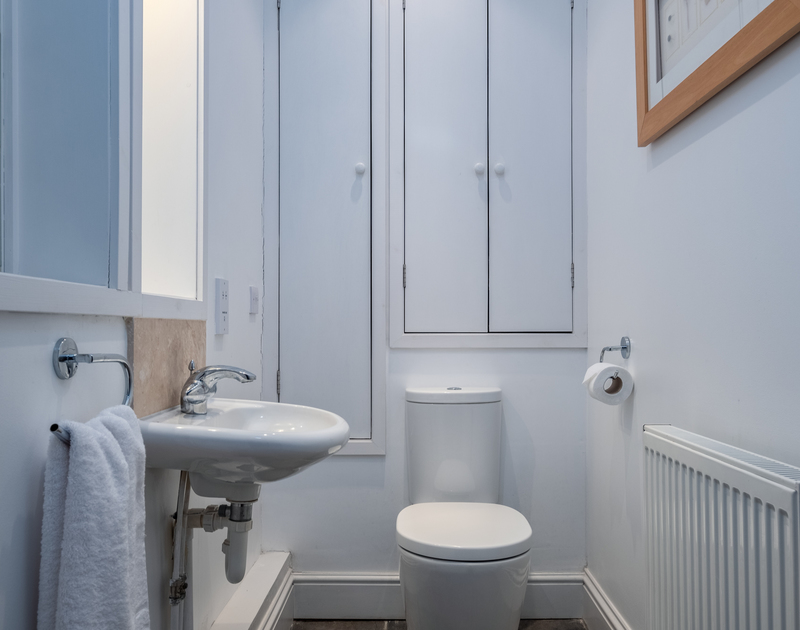 The useful, separate WC at self catering, holiday house Lowenna Manor 10 in Rock, Cornwall.