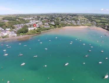 First Light is a holiday home located in Rock, North Cornwall and just a short stroll from Sailing Club, the moorings, sailing, kayaking, water-skiing and the lovely beach and Porthilly cove