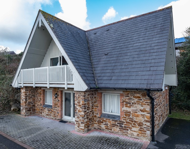The external view of Hatchlands, a self catering holiday house to rent, in a tucked away position in Rock, North Cornwall.