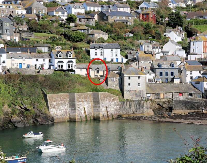 Recently renovated holiday cottage Homestead is located just above Port Isaac's picturesque harbour, offering character and charm for a romantic break in Cornwall.
