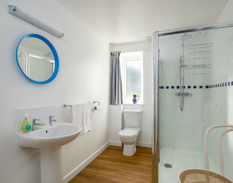 The family bathroom at Windyhill self catering holiday home in Polzeath, North Cornwall.