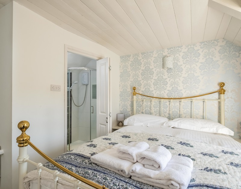 The king size bedroom with ensuite at Homestead self catering holiday home in Port Isaac, North Cornwall.