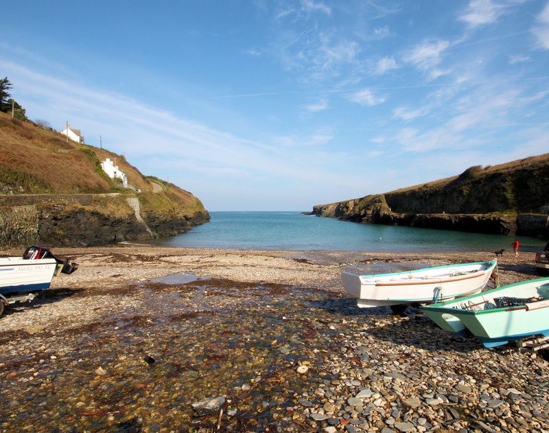 Take a walk to nearby Port Gaverne for a swim followed by a pint in the Port Gaverne Inn