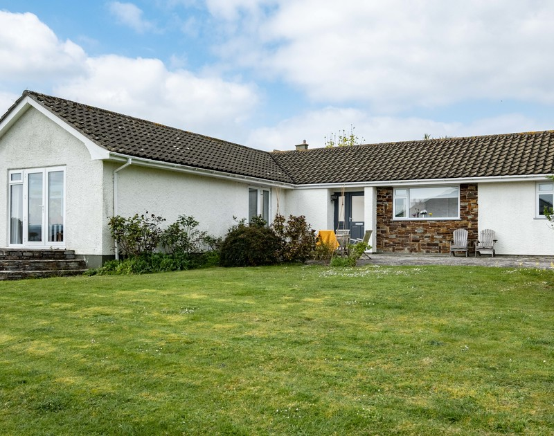 The exterior and gardens at Corriana, a self catering, pet friendly holiday bungalow in Rock, North Cornwall.
