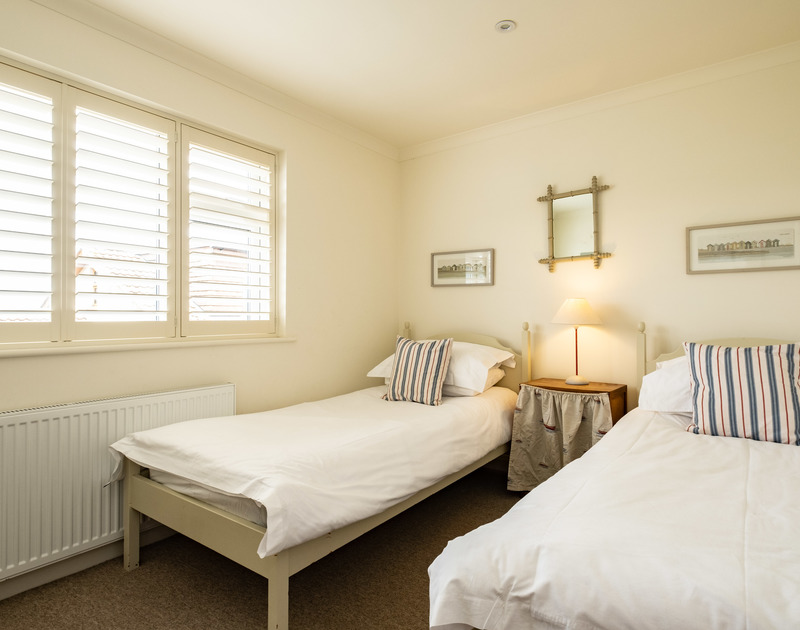 The pretty twin bedroom in Atlantis, a self catering holiday house to rent in Polzeath, North Cornwall.