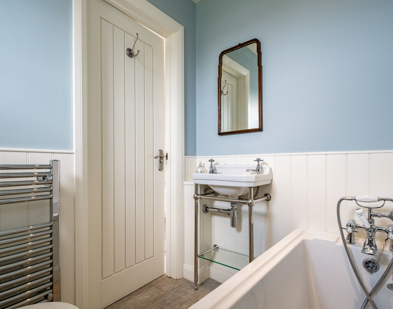 The clean bright bathroom in Atlantis, a coastal self catering holiday rental in Polzeath, Cornwall.