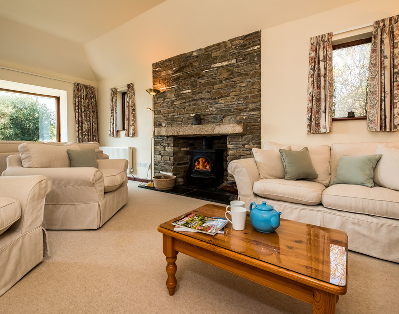 Self catering holiday cottage Little Trig has an open plan kitchen/dining room and sitting room with views over the Camel Estuary in Rock,North Cornwall.