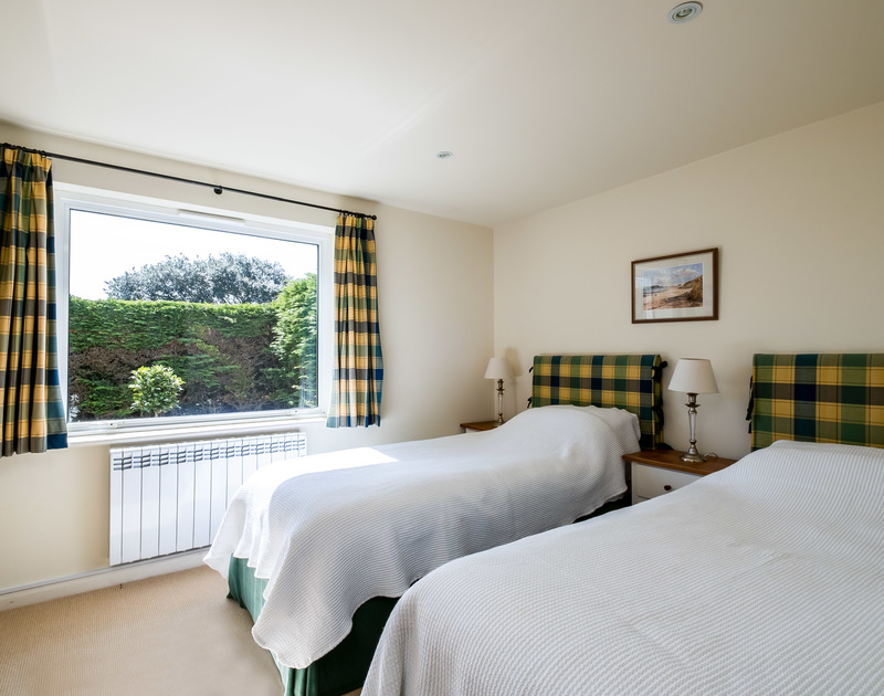 A spacious twin bedroom on the ground floor with a bathroom ensuite in Landers, Rock