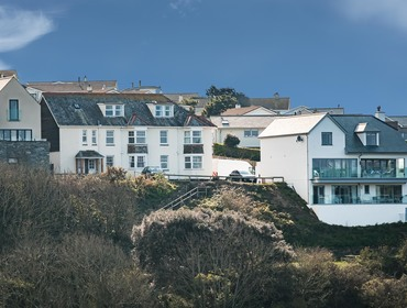 The exterior view of Pinewood 14 self catering holiday home in Polzeath, North Cornwall.