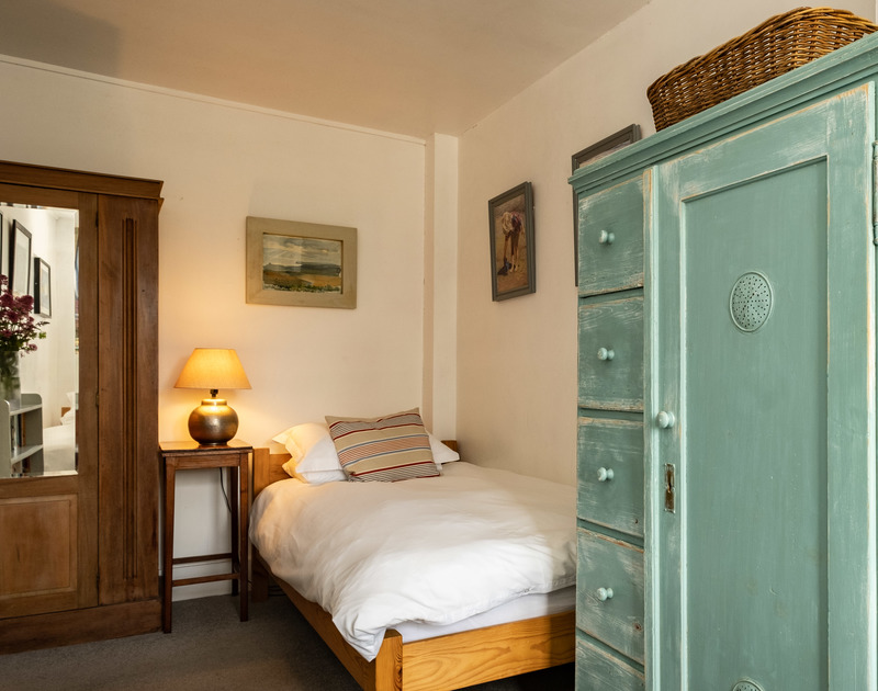 The twin bedroom at 3 Dolphin Cottages holiday home in Port Isaac, North Cornwall.