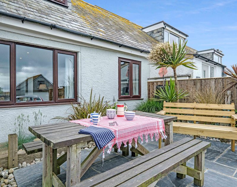 The sunny outdoor terrace with seating at 3 Dolphin Cottages self catering holiday home in Port Isaac.