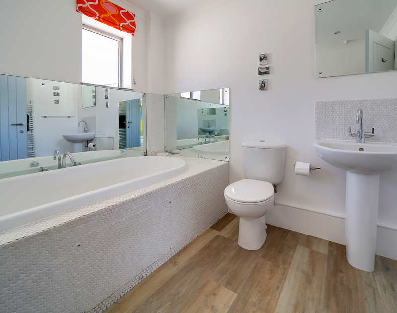 The second family bathroom at Sandy Lodge holiday home in Daymer Bay on the north Cornwall coast.
