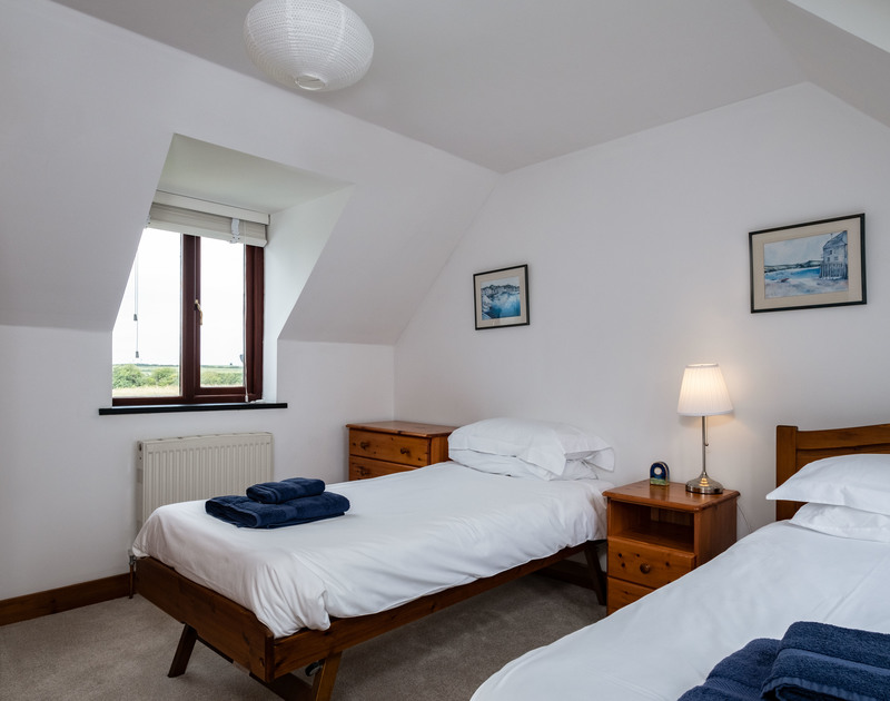 The twin bedroom at Dolphin Cottage self catering holiday home in Rock, Cornwall.