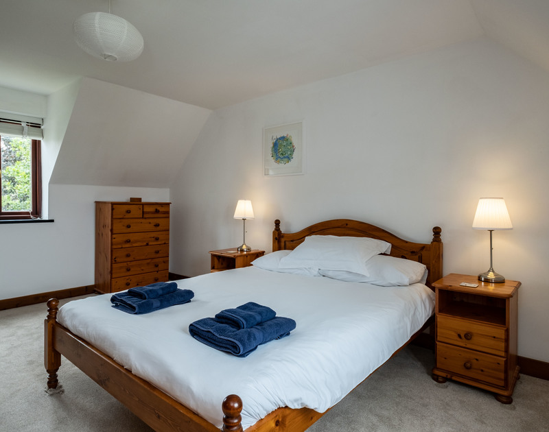 The ensuite double bedroom of Dolphin Cottage self catering holiday house in Rock, Cornwall.