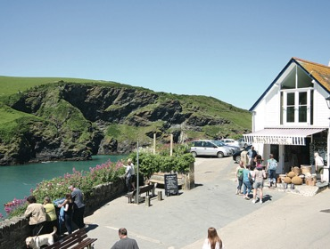 Enjoy stunning sea views from Gully Lofts, a self catering holiday let that overlooks the harbour at Port Isaac in North Cornwall.