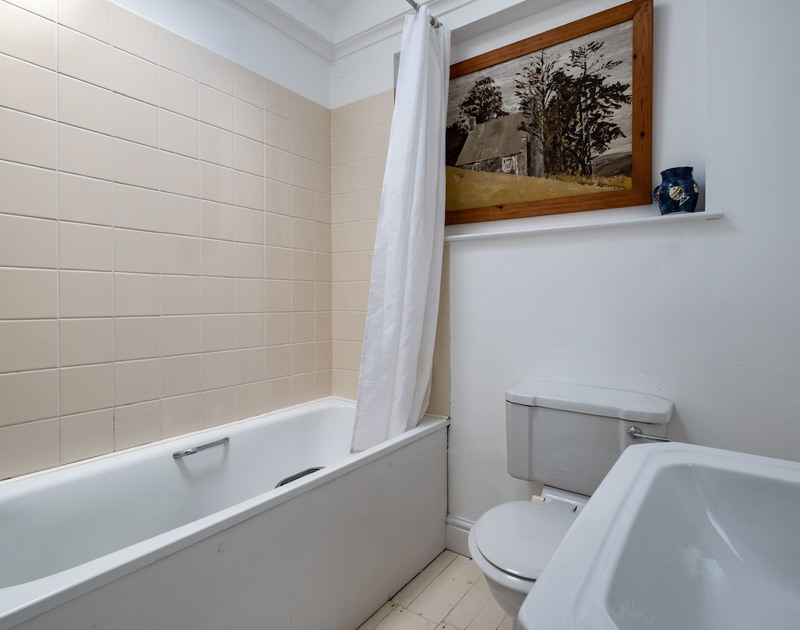 The family bathroom at Croft Elms self catering holiday home in Daymer Bay.