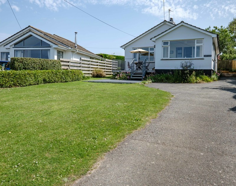 The drive way and garden at Croft Elms self catering holiday home in Daymer Bay.