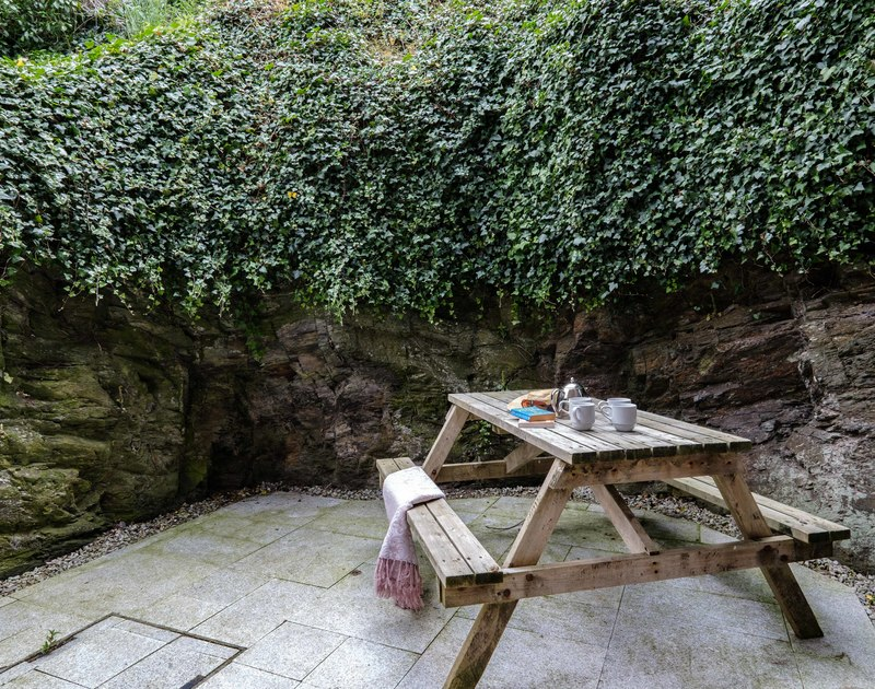 The back patio and seating area at Folly 1 self catering holiday home in Port Isaac.