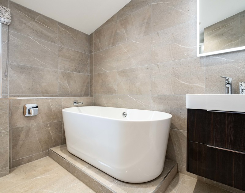 The twin bedroom ensuite bathroom with free standing bath at Artemis self catering holiday home in Rock, North Cornwall.