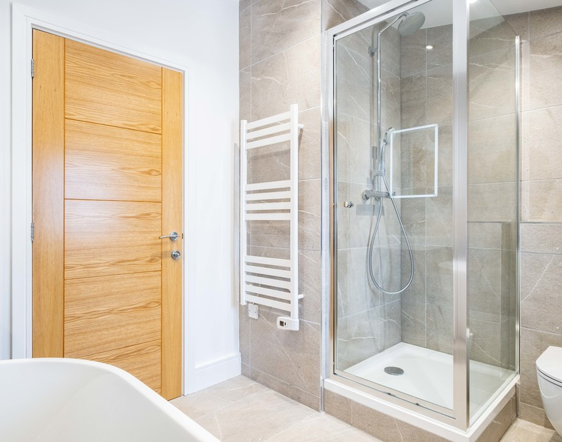The twin bedroom ensuite bathroom with free standing bath and shower at Artemis self catering holiday home in North Cornwall.