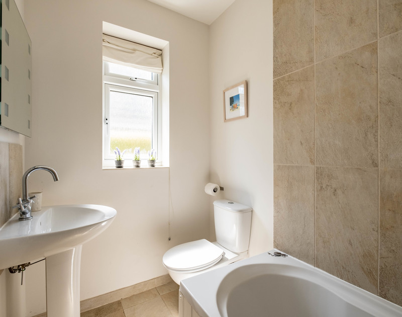 The family bathroom at Lerryn self catering holiday home in Rock, North Cornwall.