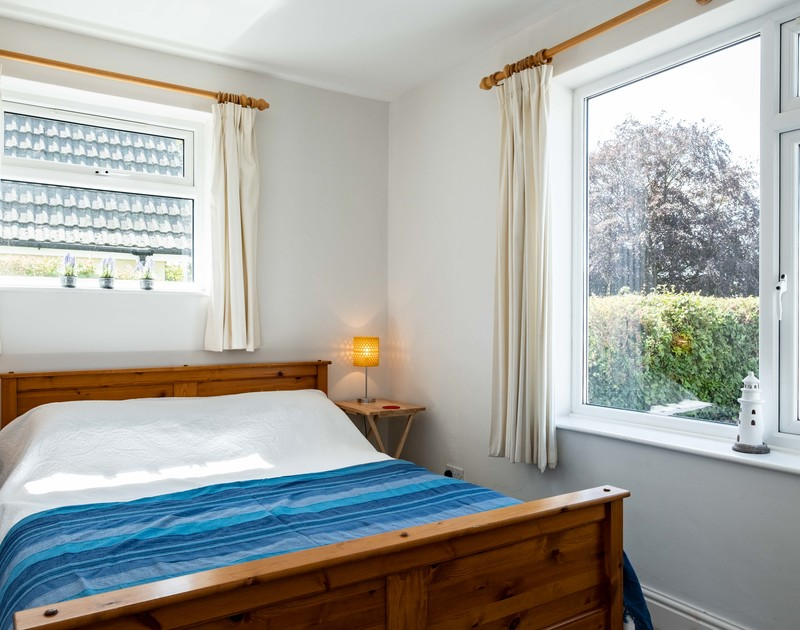 The second king size bedroom at Lerryn self catering holiday home in Rock, North Cornwall.