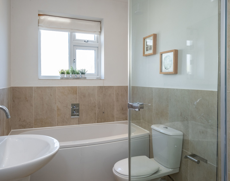 The second bathroom at Lerryn self catering holiday home in Rock, North Cornwall.
