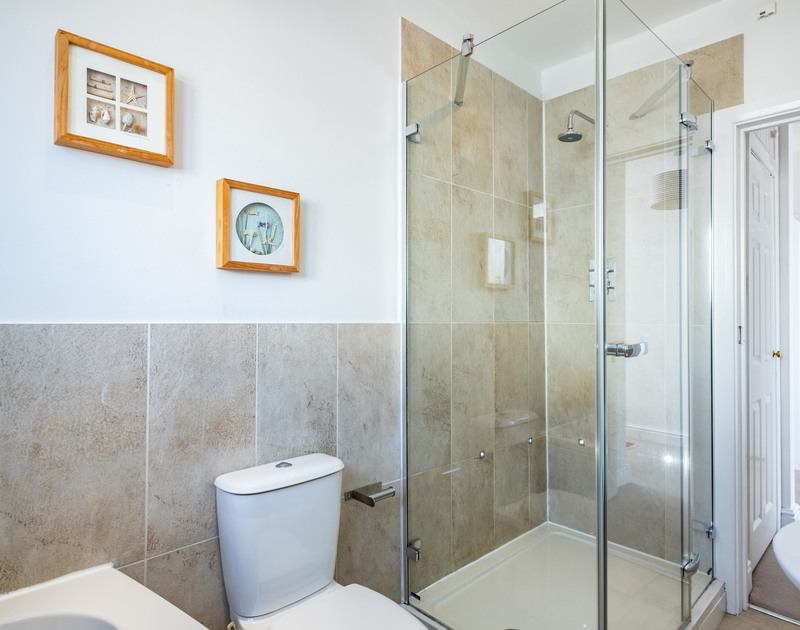 The stylish bathroom at Lerryn self catering holiday home in Rock, North Cornwall.