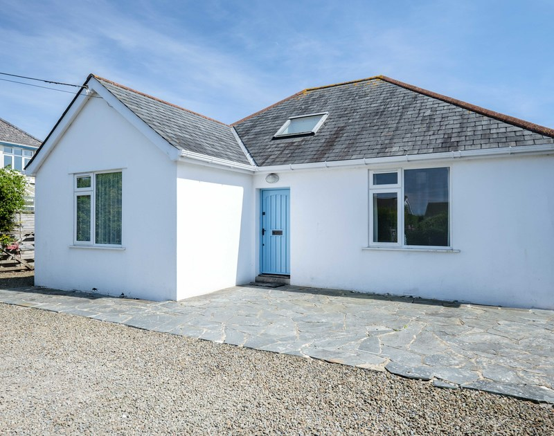 The attractive exterior view of Lerryn, a self catering holiday house to rent in Rock, North Cornwall.