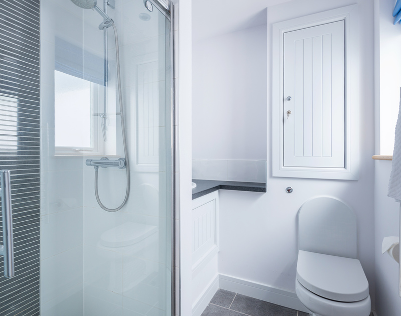 The double bedroom ensuite bathroom at The Lawns self catering holiday home in Port Isaac in North Cornwall.