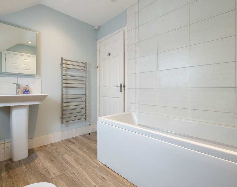 The family bathroom at Pengelly self catering holiday home in Polzeath North Cornwall.