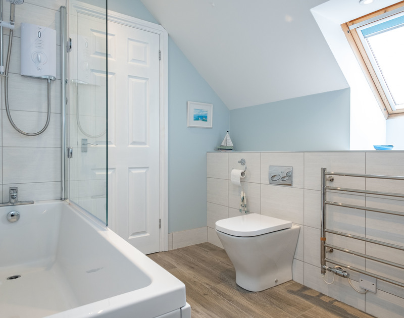 The family bathroom at Pengelly self catering holiday home in Polzeath, North Cornwall.