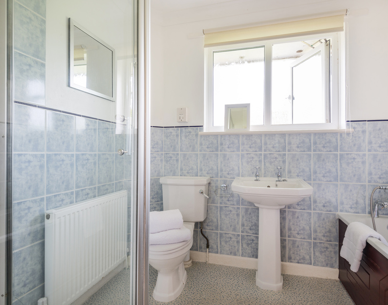 The family bathroom at Chimings self catering pet-friendly holiday home in Rock, North Cornwall.