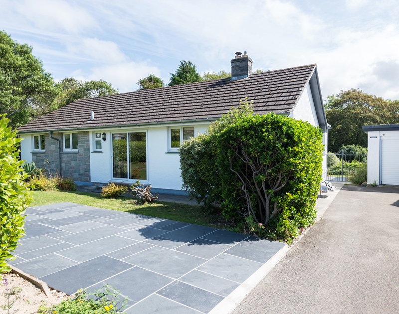 The exterior view of Chimings self catering pet-friendly holiday home in Rock, North Cornwall.