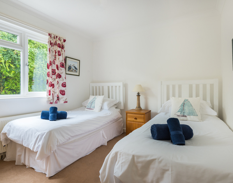The second twin bedroom at Tremay self catering holiday home in Rock, North Cornwall.