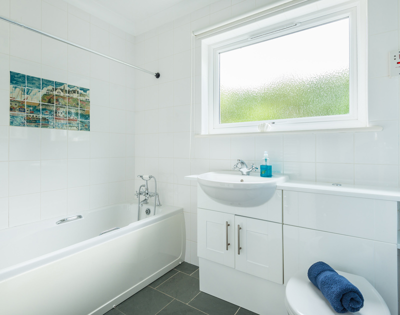 The family bathroom at Tremay self catering holiday home in Rock, North Cornwall.