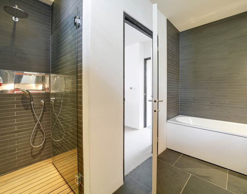 The super king ensuite bathroom with shower and bath at Tresithney self catering holiday home in Rock, North Cornwall.