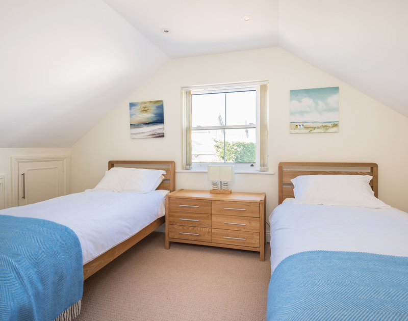 The twin bedroom with ensuite at The Chalet self catering holiday home in Polzeath, North Cornwall.