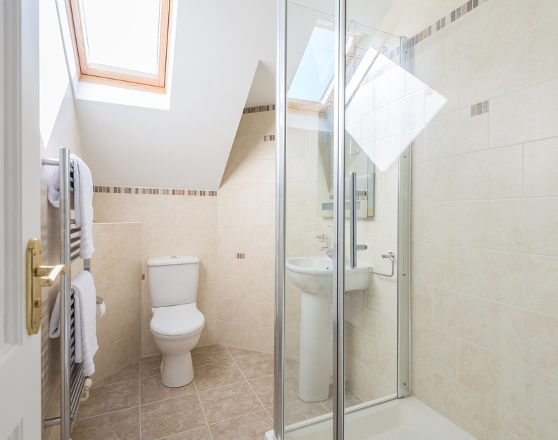 The master bedroom ensuite at The Chalet self catering holiday home in Polzeath, North Cornwall.
